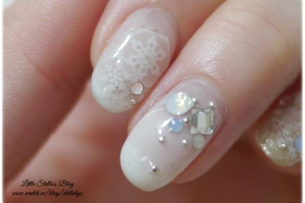 【光療】雪白與華麗金粉,讓指尖也染上氣質又可愛的聖誕節氛圍吧~