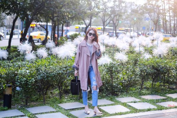 【日穿搭】春季最愛粉色 x 橫條紋 x 牛仔破褲,散發幸福感