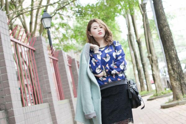【日穿搭】俏皮貓咪x性感黑蕾絲窄裙,就愛這種衝突美