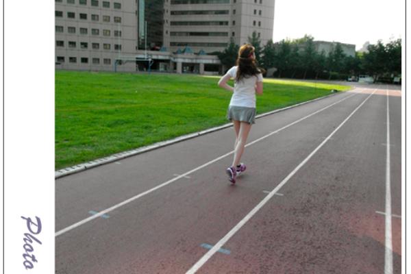 ♥穿搭♥專屬於女性的Reebok運動鞋,跑步也能擁有緊實翹臀與雙腿