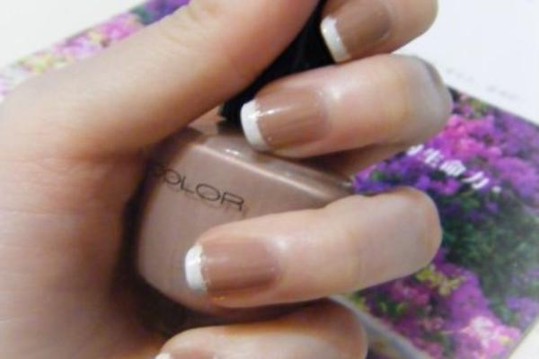 ♥指甲彩繪♥手殘也能畫出優雅法式指甲的小秘訣