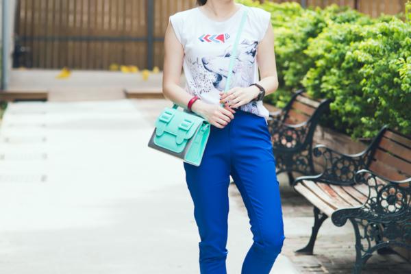 【日穿搭】我的夏日清爽藍,蛇紋鏤空鞋跟螢光包包是亮點!!