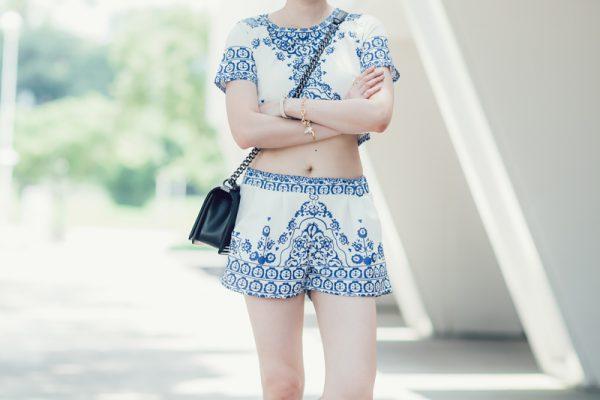 【日穿搭】當東方遇上西方,青花瓷兩件式短版套裝