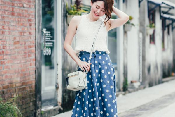 【日穿搭】超好搭的高腰圓點點牛仔裙,夏日小清新復古!!