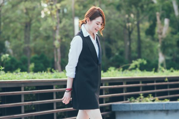 【日穿搭】帥氣的優雅。西裝領背心洋裝+經典白襯衫