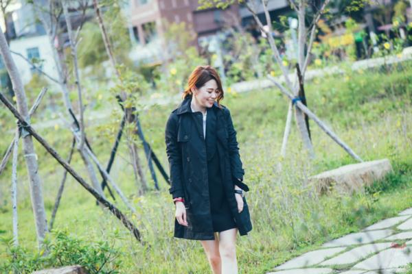 【穿搭】秋冬黑色風潮不敗,就是要入手經典風衣、雙排釦羊毛大衣、帥氣靴款!!