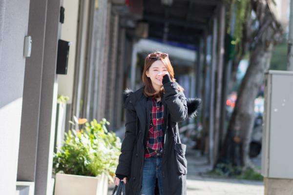 【日穿搭】小草作Tea Shop半日慢活。SLY N3B黑長版+格紋襯衫+AG Jeans+EMU雪靴