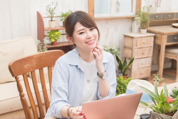 【3C】時尚女孩必備,13.3吋輕薄高效玫瑰金筆電,外出可輕鬆攜帶的ASUS ZenBook UX303UB