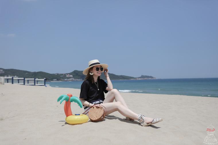 【日穿搭】海邊度假去~Opening Ceremony Logo短T/Agolde Parker白短褲/Soludos條紋綁帶草編鞋