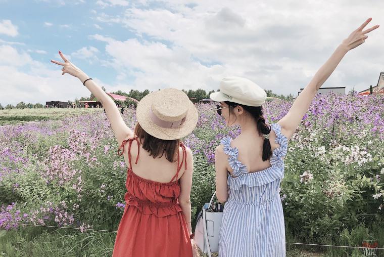 【北海道夏季穿搭】跟閨蜜一起去賞薰衣草吧!