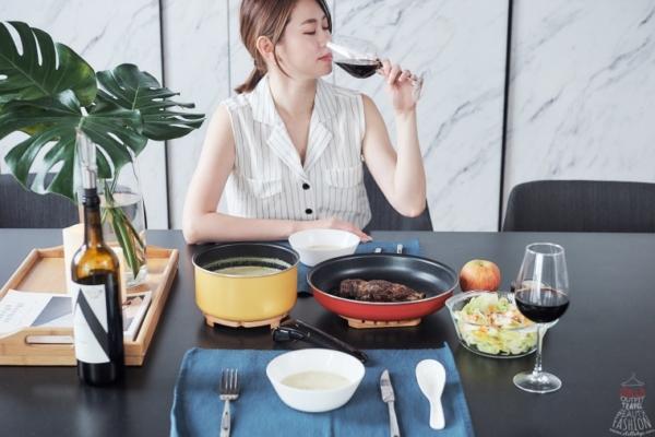 【小廚娘】鍋具推薦:法國特福巧變精靈四件組,一鍋到底,亮麗上桌超時尚!