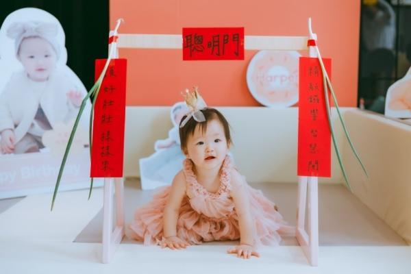 【慶生】Harper 1歲生日快樂!在家抓周派對+親子寫真,Mio's Studio拍的超可愛啦(全女生攝影團隊)